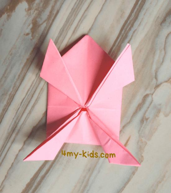 Лягушка из бумаги шаг 15